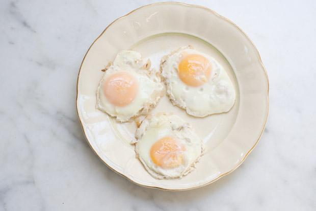 Poached Eggs in White Wine